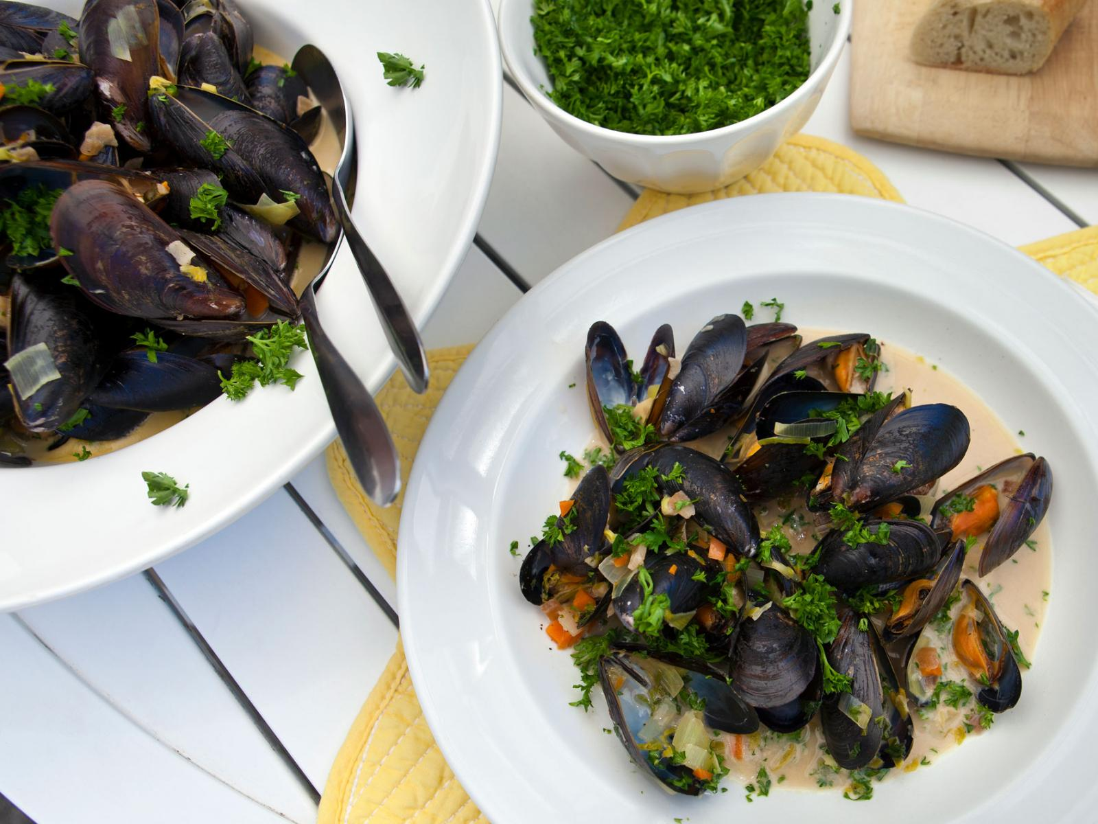 Steamed Mussels in a Beer, Cream and Garlic Sauce Recipe